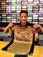 PHOTOS - Milan's Official 2013-2014 Jerseys (14)